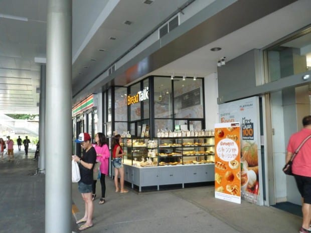 BreadTalk locatedat the entrance of Platinum Mall.