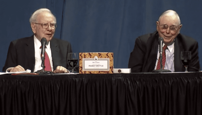 Photo of 7 wisecracks heard from Warren Buffett and Charlie Munger at the 2016 Berkshire annual meeting